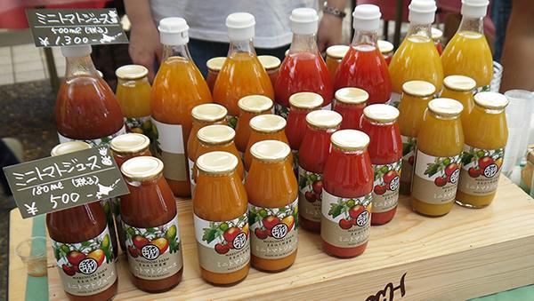 ▲材料はミニトマトだけ!水、砂糖、塩、着色料などの添加物は一切入れていない贅沢なジュース